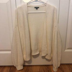 NWOT White cropped knit cardigan